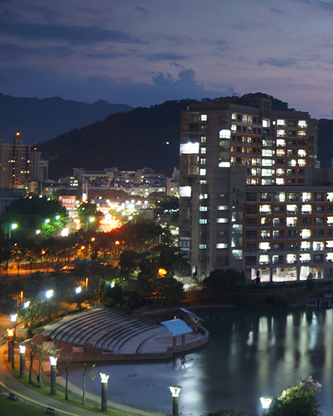 北大心湖夜景