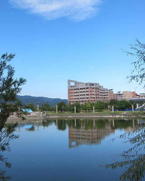 北大心湖與社科院大樓